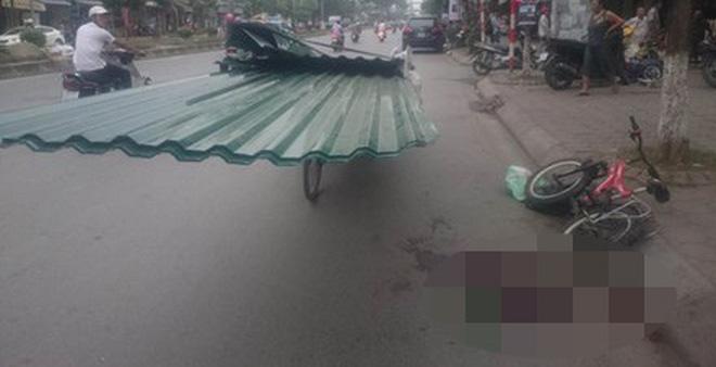 Những hiểm nguy rình rập trẻ nhỏ trên đường phố Việt Nam - Ảnh 1.