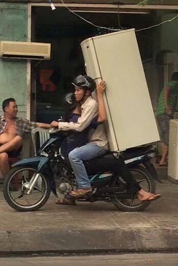 Những hiểm nguy rình rập trẻ nhỏ trên đường phố Việt Nam - Ảnh 9.