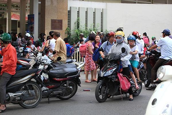 Người Việt và vòng tròn nghịch lý của sự kêu ca - Ảnh 3.