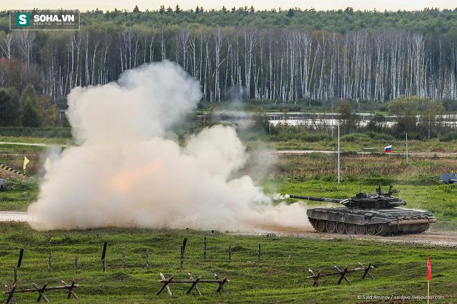 ẢNH+VIDEO: Khí tài quân sự Nga trình diễn tại Army-2016 - Ảnh 1.
