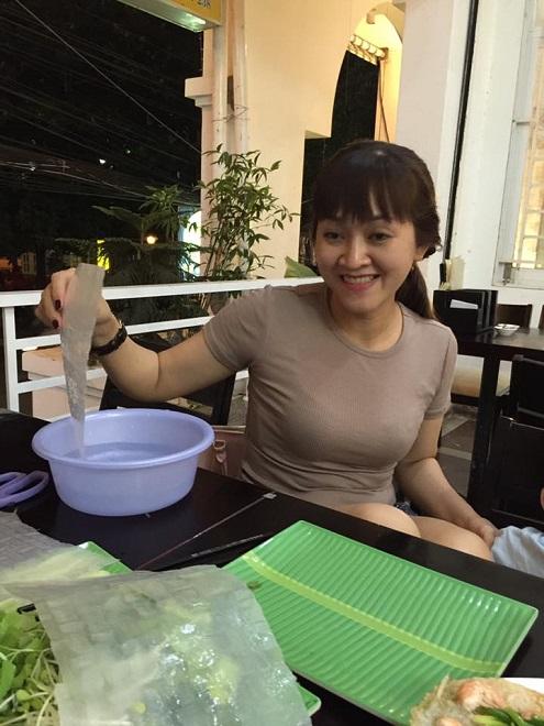 Chuyện hy hữu về vợ xinh đẹp, kém 12 tuổi mắc bệnh sạch sẽ của nghệ sĩ Trung Lùn - Ảnh 2.