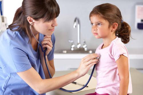 Một số bệnh trẻ có thể gặp trong mùa mưa - Ảnh 1.