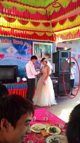 Được tin em đi chụp ảnh cưới, hội người yêu cũ kéo tới xem - Ảnh 2.