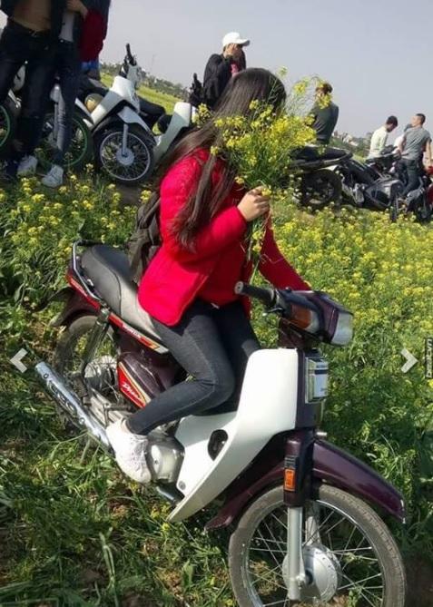 Ngày hôm nay, cả vườn hoa cải phải khóc ròng vì cô gái áo đỏ này - Ảnh 2.