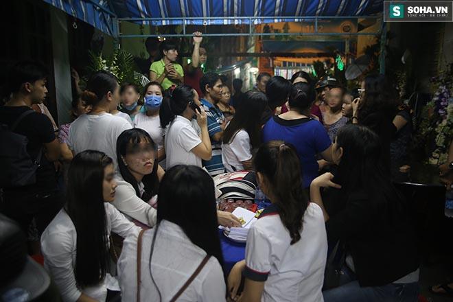 Hành động gây bức xúc trong lễ viếng Minh Thuận - Ảnh 5.