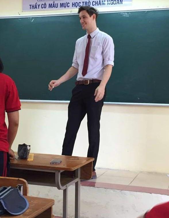 Học sinh nào ở Hà Nội cũng muốn được học tiết của thầy giáo này - Ảnh 2.