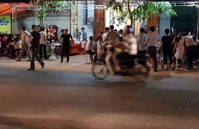 Hình ảnh 2 đám tang trên cùng một con phố ở Yên Bái - Ảnh 6.