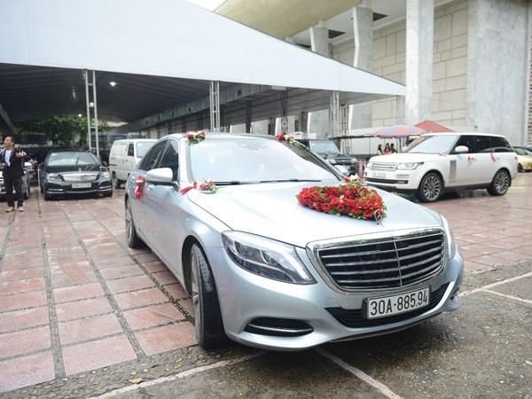 Đám cưới Chí Anh: Áo dát vàng 6000 USD, siêu xe 7 tỷ và... - Ảnh 5.