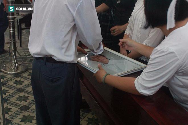 Trực Tiếp: Bát hương đổ, di ảnh Minh Thuận bị rơi khi di quan - Ảnh 6.