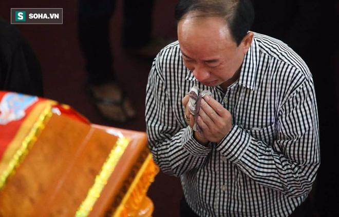 Người thân khóc ngất tiễn đưa 3 phi công hi sinh - Ảnh 13.