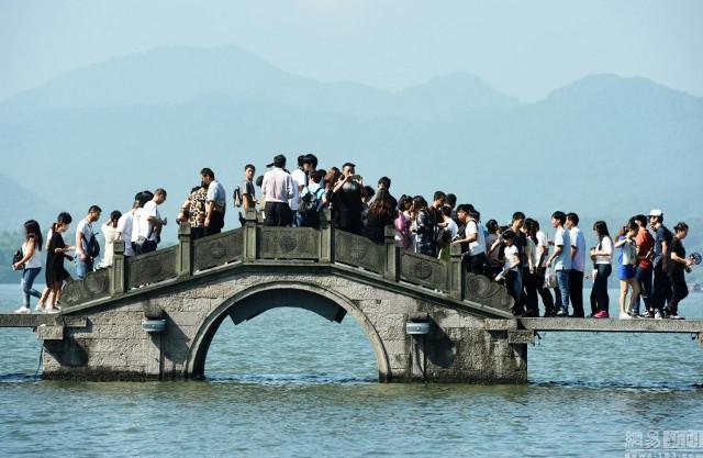 589 triệu người đổ xô đi du lịch trong tuần nghỉ lễ: Hãi hùng... - Ảnh 8.