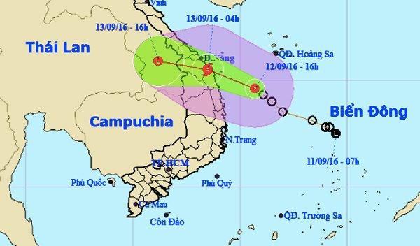 Thông tin mới nhất về cơn bão số 4 đổ bộ vào Quảng Nam-Bình Định - Ảnh 1.