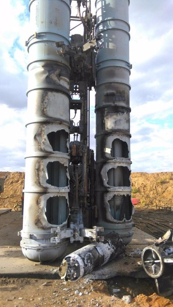 Tai nạn kinh hoàng: Tên lửa S-300 của Nga nổ tung sau khi phóng, phá tan xe điều khiển - Ảnh 4.