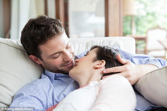 Chuyên gia bật mí 5 cách hâm nóng chuyện yêu - Ảnh 2.
