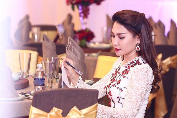 Nữ MC truyền hình Vĩnh Long có hành động gây tranh luận - Ảnh 4.