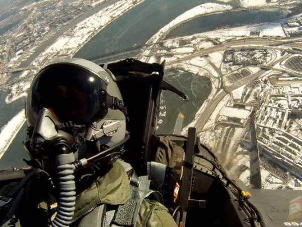 Góc khuất đau lòng của những phi công chuyển giới tại Mỹ - Ảnh 6.