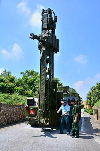Học viên lớp tập huấn báo chí toàn quân khóa 10 thăm Trung đoàn 64 - Ảnh 5.