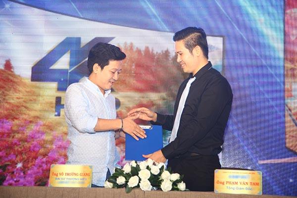 Hết kề má Thu Trang, Trường Giang lại chọc ghẹo Minh Hằng - Ảnh 7.