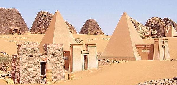Những kim tự tháp bị lãng quên này hoành tráng không kém ở Ai Cập - Ảnh 3.