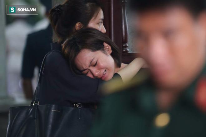 Người thân khóc ngất tiễn đưa 3 phi công hi sinh - Ảnh 14.