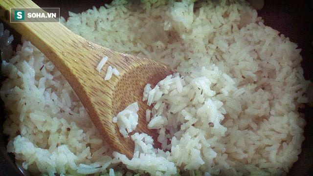 Bí quyết dùng một cốc nước để vạch mặt gạo giả xuất xứ từ Trung Quốc - Ảnh 2.