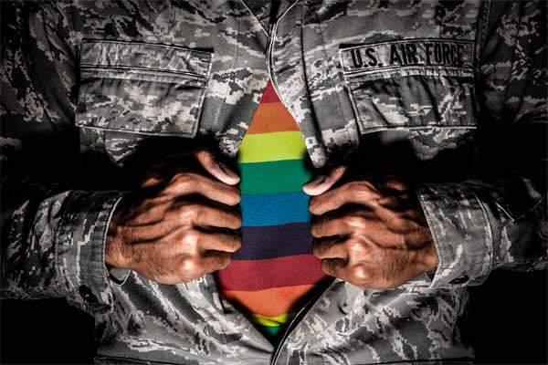 Góc khuất đau lòng của những phi công chuyển giới tại Mỹ - Ảnh 7.