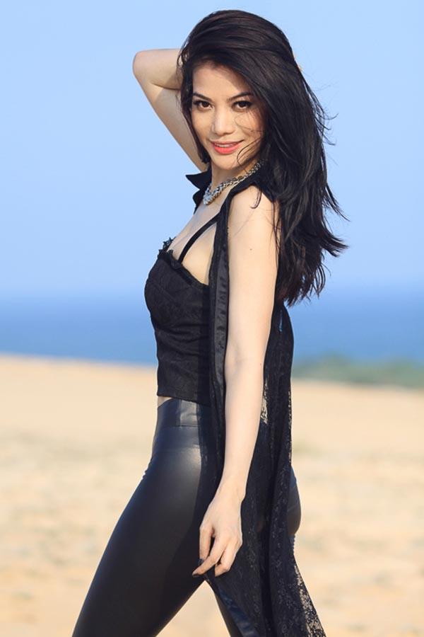 Hiếm khi thấy Trương Ngọc Ánh mặc bikini nóng bỏng như vậy - Ảnh 10.