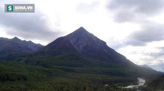 Phát hiện kim tự tháp cổ nhất bị chôn vùi dưới lớp băng ở Alaska? - Ảnh 1.