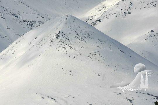 Phát hiện kim tự tháp cổ nhất bị chôn vùi dưới lớp băng ở Alaska? - Ảnh 2.
