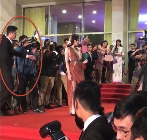 Angela Phương Trinh bị nhân viên an ninh mời khỏi thảm đỏ vì lý do ý nhị - Ảnh 3.