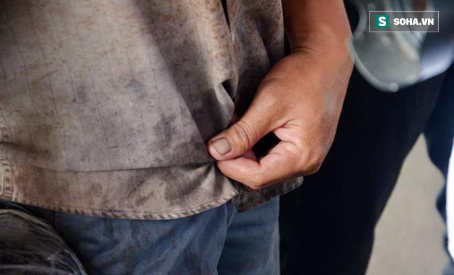Người chạy xe ba gác chở cồng kềnh bật khóc khi bị CSGT thổi phạt - Ảnh 6.