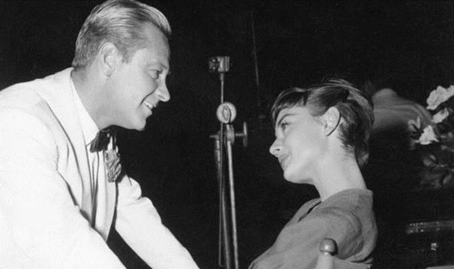 Có một ngôi sao cô đơn mang tên Audrey Hepburn - Ảnh 2.