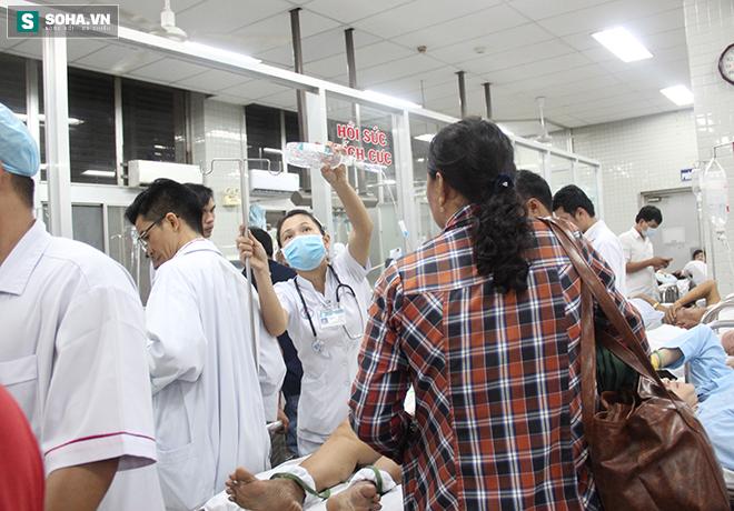 Bệnh nhân tung cửa, ôm bụng chạy vào đòi được bác sĩ cấp cứu gấp - Ảnh 4.