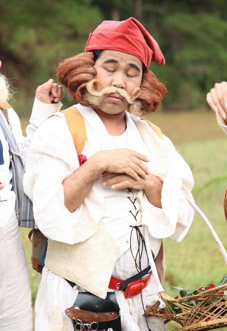 Nỗi khổ với phụ nữ của 2 chàng lùn nổi tiếng Vbiz: Bạch Long, Hiếu Hiền - Ảnh 2.