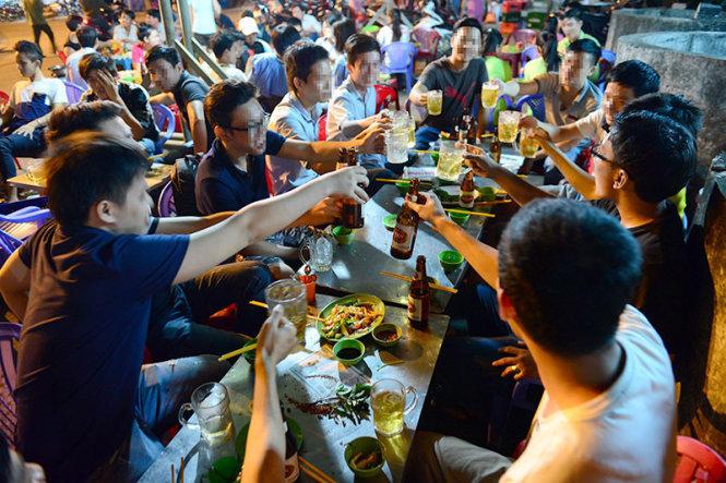 Вьетнамские мужчины заняли первое место в мире по потреблению алкоголя