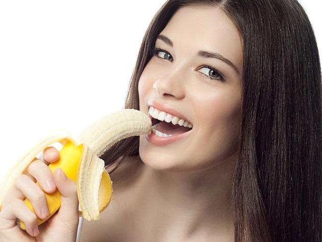 Điều kỳ diệu gì sẽ xảy ra nếu bạn có thói quen ăn 1 quả chuối vào buổi tối? - Ảnh 2.