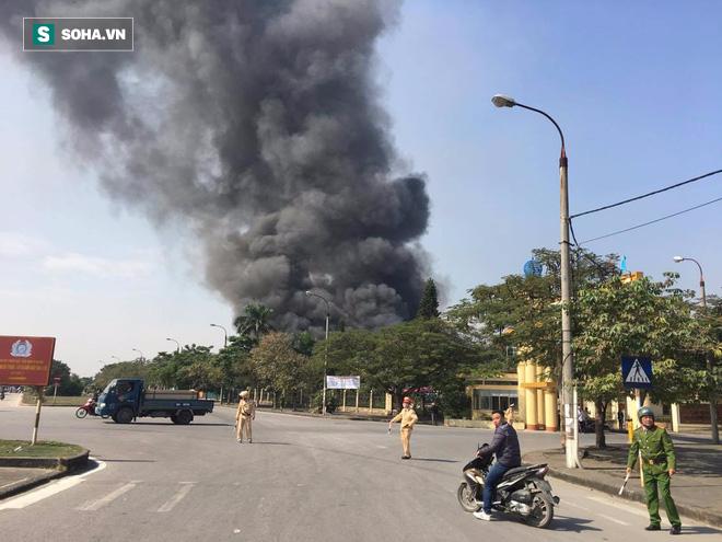 Cháy lớn ở khu công nghiệp Ngọc Hồi, nhiều người hoảng loạn bỏ chạy - ảnh 11