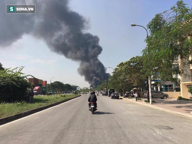 Cháy lớn ở khu công nghiệp Ngọc Hồi, nhiều người hoảng loạn bỏ chạy - ảnh 12