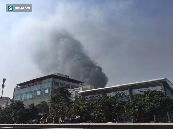 Cháy lớn ở khu công nghiệp Ngọc Hồi, nhiều người hoảng loạn bỏ chạy - ảnh 13