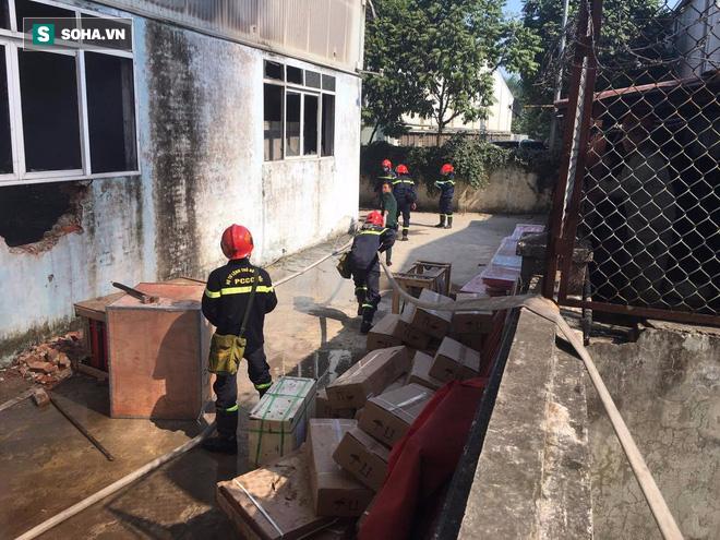 Cháy lớn ở khu công nghiệp Ngọc Hồi, nhiều người hoảng loạn bỏ chạy - ảnh 16