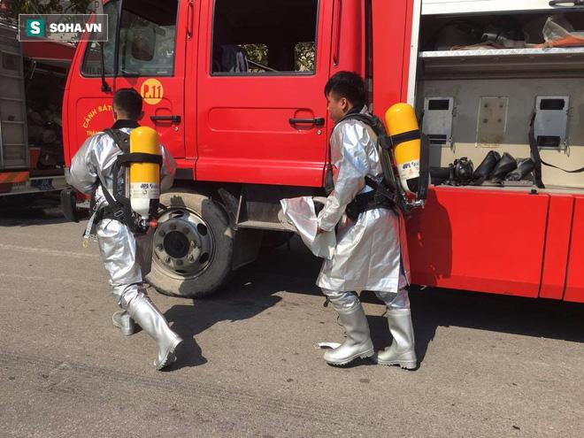 Cháy lớn ở khu công nghiệp Ngọc Hồi, nhiều người hoảng loạn bỏ chạy - ảnh 4