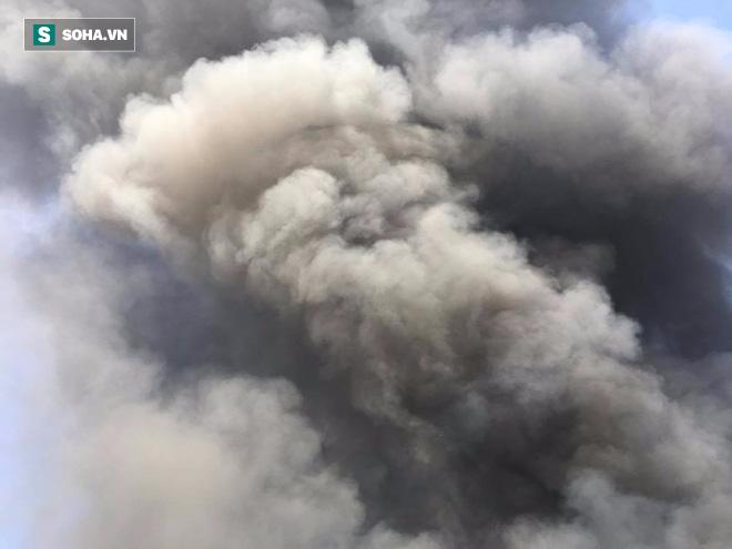 Cháy lớn ở khu công nghiệp Ngọc Hồi, nhiều người hoảng loạn bỏ chạy - ảnh 9