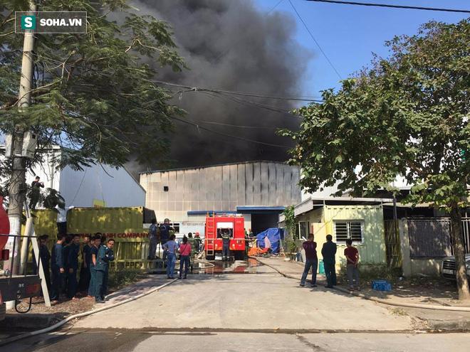 Cháy lớn ở khu công nghiệp Ngọc Hồi, nhiều người hoảng loạn bỏ chạy - ảnh 7