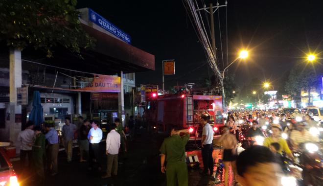 Hiện trường vụ cây xăng cháy lớn, nổ như bom ở Sài Gòn - Ảnh 12.