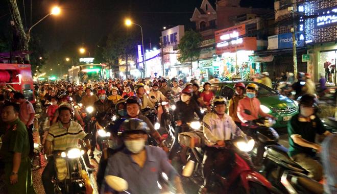 Hiện trường vụ cây xăng cháy lớn, nổ như bom ở Sài Gòn - Ảnh 13.
