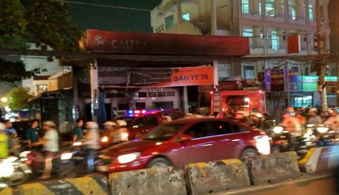 Hiện trường vụ cây xăng cháy lớn, nổ như bom ở Sài Gòn - Ảnh 4.