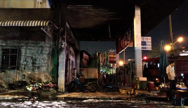 Hiện trường vụ cây xăng cháy lớn, nổ như bom ở Sài Gòn - Ảnh 6.
