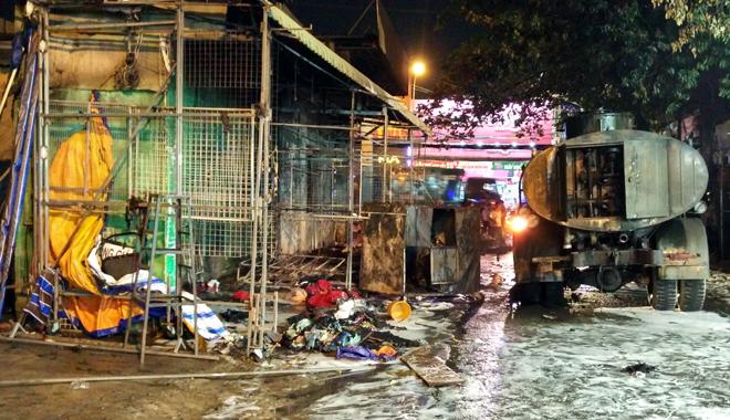 Hiện trường vụ cây xăng cháy lớn, nổ như bom ở Sài Gòn - Ảnh 8.