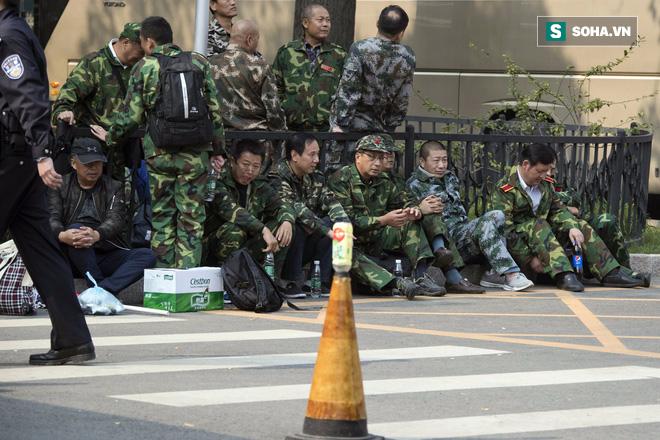 1000 cựu binh vây BQP Trung Quốc: Bắc Kinh xuống nước hứa xử lý - Ảnh 1.