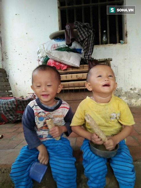 Cặp song sinh mất mẹ, xa cha, bệnh tật bủa vây sống trong cảnh nghèo khổ - Ảnh 3.
